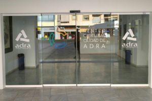 Puerta Corredera Peatonal de Cristales