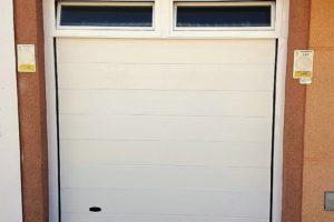 Panel unicanal - Lacado blanco - Ventanas basculantes superior en premarco