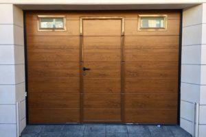Panel unicanal - Imitación madera clara - Fijos insertados en panel - Puerta peatonal